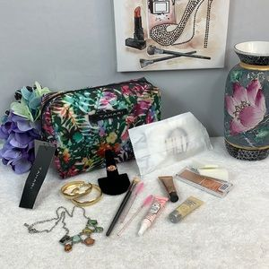 """""""ABSTRACT JUNGLE"""" Tahari Cosmetic Case w/Makeup"""